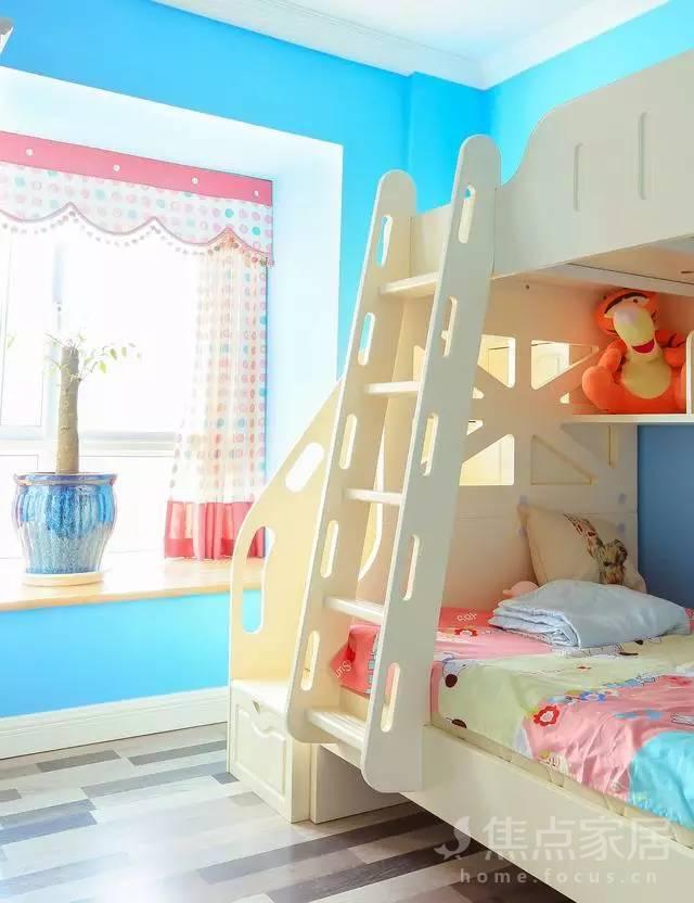 业主女儿的小房间.高低床可以与小孩子之间产生很好的互动.