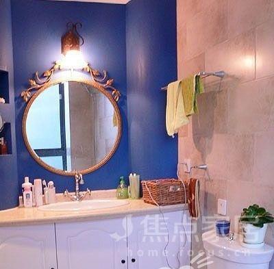 洗手间,欧式的白色浴室柜,搭配蓝色的墙壁,靓丽更显洁净.