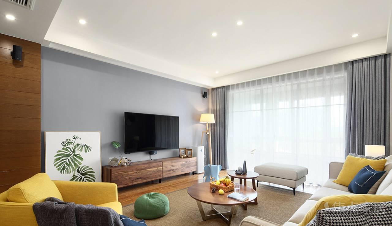 构成电视背景墙,整体清新简约的造型,色彩丰富的北欧风格客厅图片